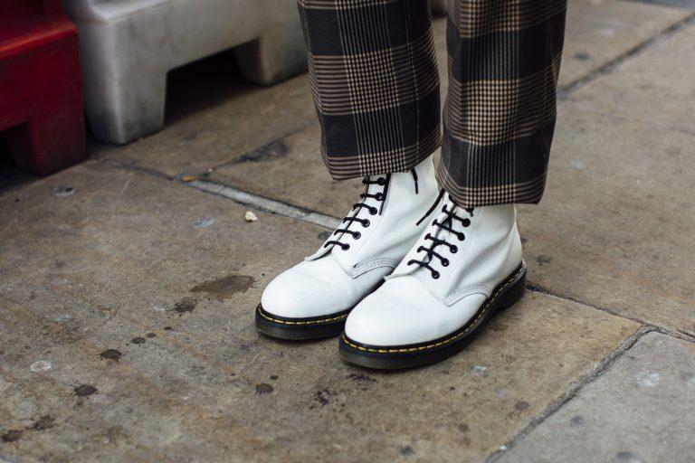 Kuinka yhdistää Dr Martens kengät?
