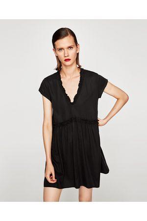 Zara MINIKJOLE MED VOLANGER - Tilgjengelig i flere farger