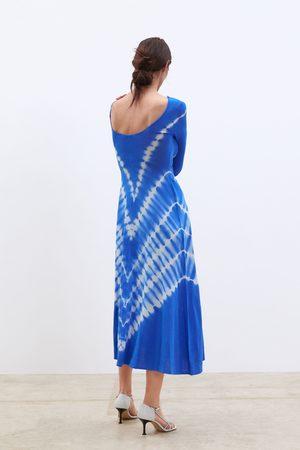 Zara Batikkfarget strikket kjole