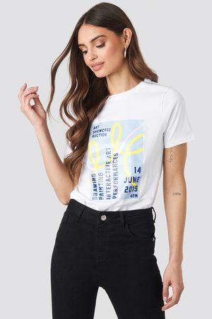 NA-KD Exhibition T-shirt