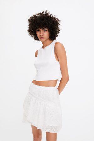 Zara Miniskjørt med tekstur og volang