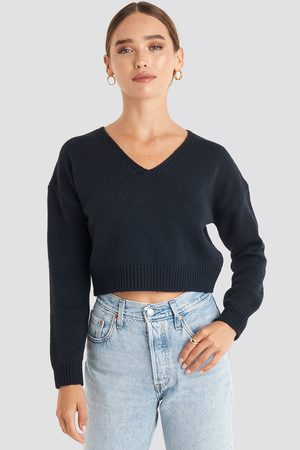 NA-KD Dame Gensere - Cropped V-neck Knitted Sweater