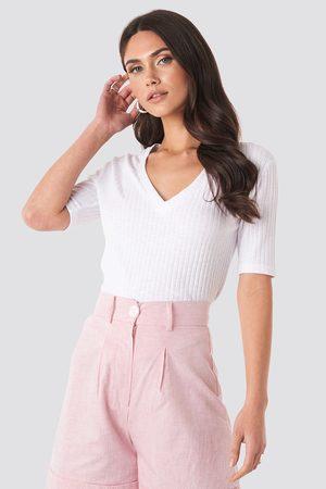 NA-KD Light Knit V Front Sweater
