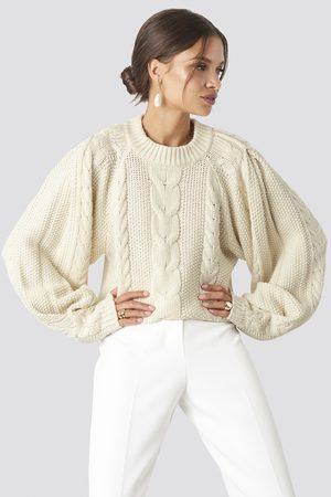 Tina Maria x NA-KD Dame Strikkegensere - Chunky Cable Knitted Sweater