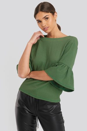 NA-KD Dame Topper - 3/4 Frill Sleeve Top