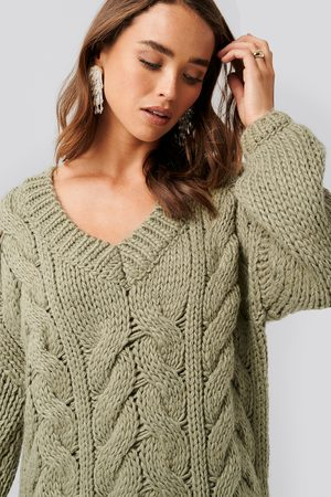 NA-KD Oversized V-Neck Heavy Knitted Cable Sweater