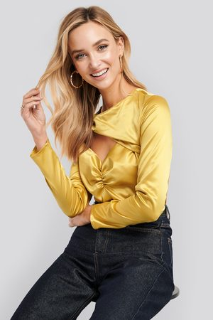 NA-KD Dame Langermede - Cut Out Satin Long Sleeve Top