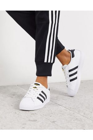 adidas Superstar trainers in white and black-Multi