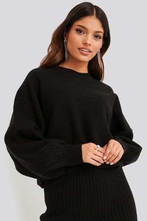NA-KD Round Neck Cropped Knitted Sweater