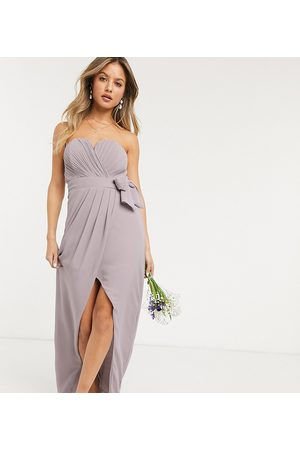 TFNC Dame Stroppeløse kjoler - Bridesmaid exclusive bandeau wrap midaxi dress with pleated detail in grey