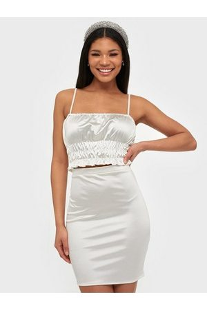 NLY One Dame Singleter - Satin Smock Crop Top Offwhite