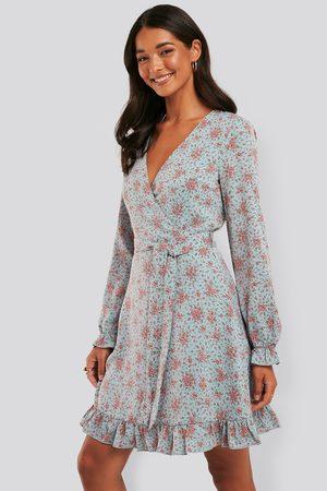 NA-KD Dame Midikjoler - Tie Waist Frill Detail Flower Dress
