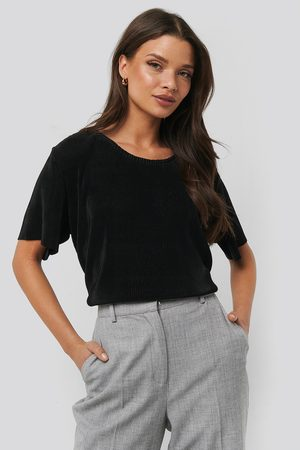 NA-KD Pleated Loose Fit Top