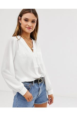 ASOS Dame Langermede - Long sleeve blouse with pocket detail in Ivory-White