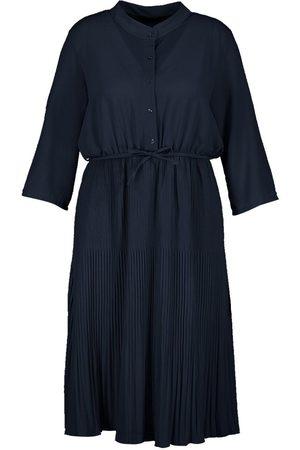 Boohoo Plus Pleated Tie Detail Midi Shirt Dress