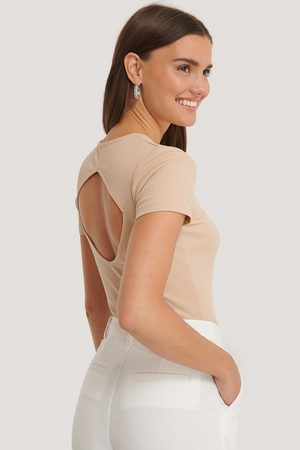NA-KD Dame Topper - Ribbed Cut Out Top