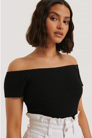 NA-KD Off Shoulder Short Sleeve Top