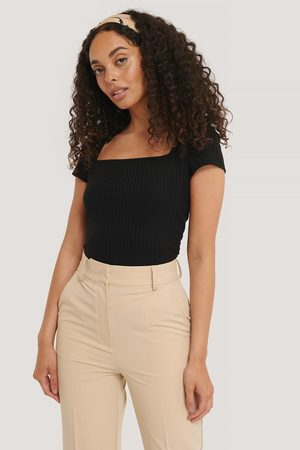NA-KD Dame Topper - Square Short Sleeve Top