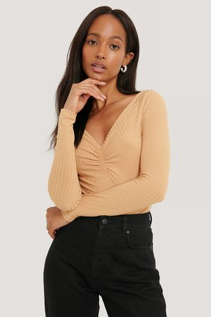 NA-KD Dame Topper - Front Ruched Ribbed Top