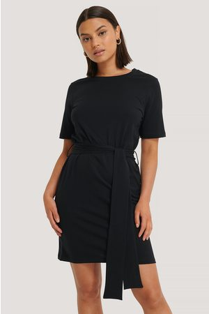 NA-KD Dame Festkjoler - Tie Waist T-shirt Dress