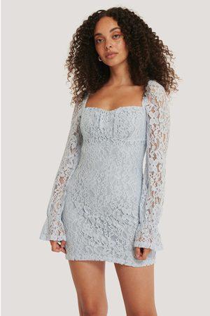 NA-KD Dame Blondekjoler - Ruched Mini Lace Dress