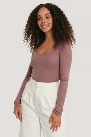 NA-KD Dame Topper - Deep Round Neck Ribbed Top