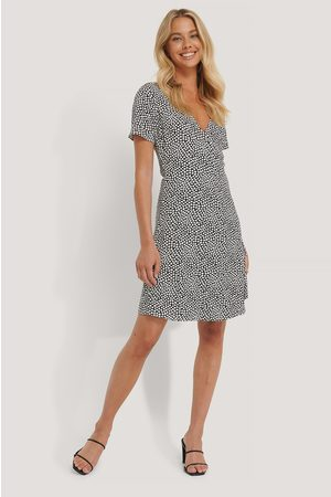 NA-KD Overlap Short Sleeve Printed Dress