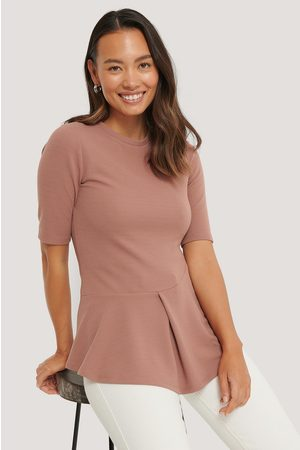 NA-KD Dame Topper - Ribbed Flounce Top