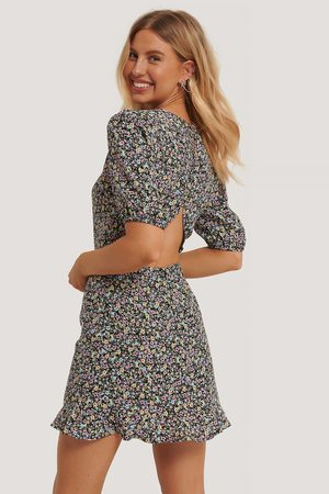 NA-KD Short Sleeve Open Back Mini Dress