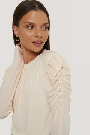 NA-KD Long Sleeve Gathered Shoulder Top