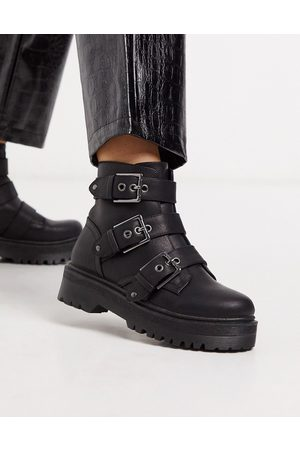 Qupid Chunky buckle flat boots in black