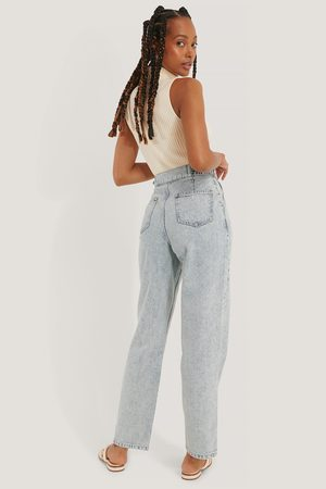 NA-KD Dame Jeans - Loose Fit Buckle Detail Jeans