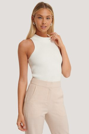 NA-KD Dame Topper - Ribbed High Neck Top