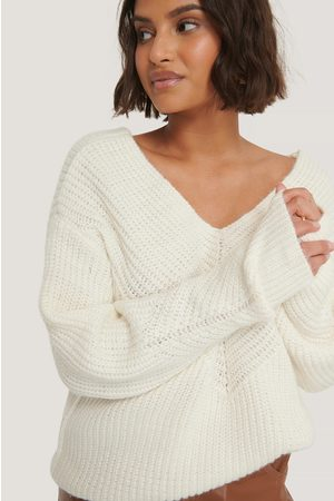NA-KD Dame Strikkegensere - V-Neck Detailed Knitted Sweater