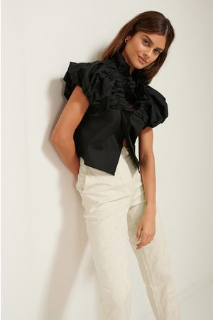 NA-KD ART Dame Bluser - Ruffle Neck Cotton Blouse