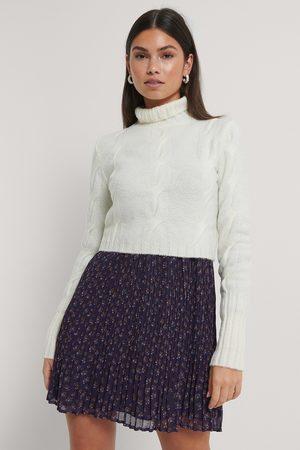 Trendyol Dame Strikkegensere - Crop Braided Sweater