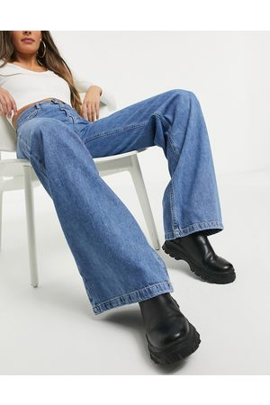 Stradivarius 90s wide leg jeans in blue
