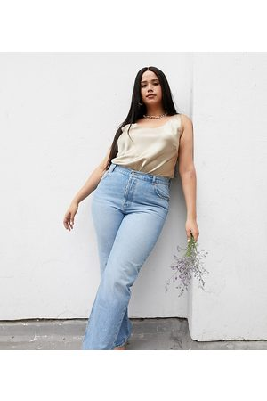 ASOS Curve recycled mid rise '90's' straight leg jeans in midwash-Blue