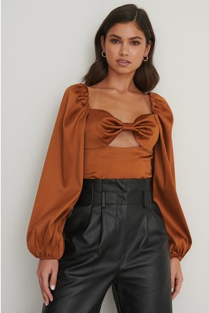 NA-KD Balloon Sleeve Cut Out Top