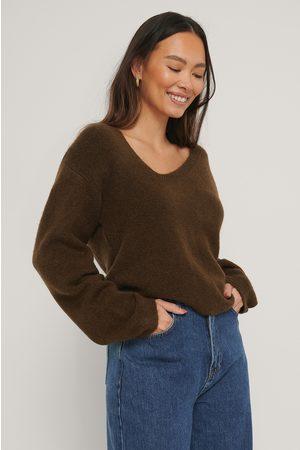 NA-KD Dame Strikkegensere - Asymmetric Neckline Knitted Sweater
