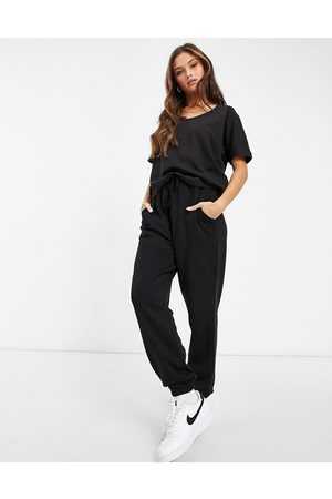 Missguided Co-ord t-shirt and jogger set in black