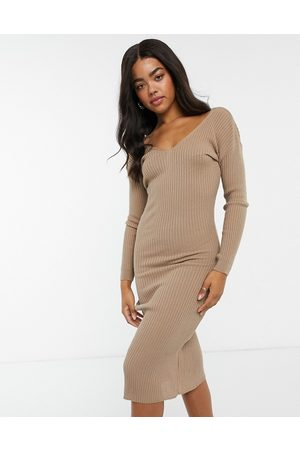 In The Style Dame Hverdagskjoler - X Billie Faiers plunge front knitted midi dress in mocha-Brown
