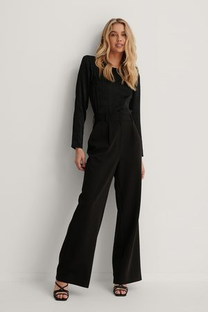 Lizzy x NA-KD Highwaisted Flared Suit Pants