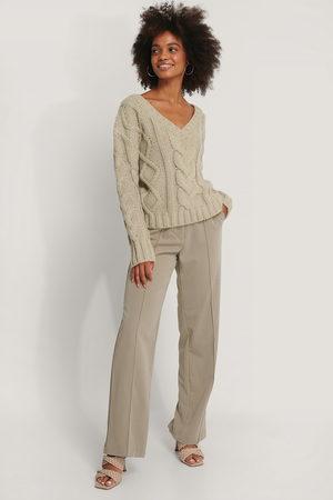 NA-KD Chunky Knit V-neck Cable Sweater
