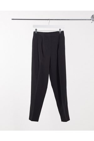 New Look Slim leg trouser in black