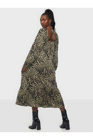 Vero Moda Vmlisa Graffic 7/8 Tie Dress FD20
