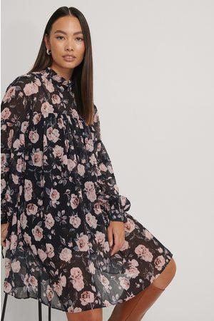 NA-KD Dame Korte kjoler - Kjole Med Struktur Og Blomstertrykk
