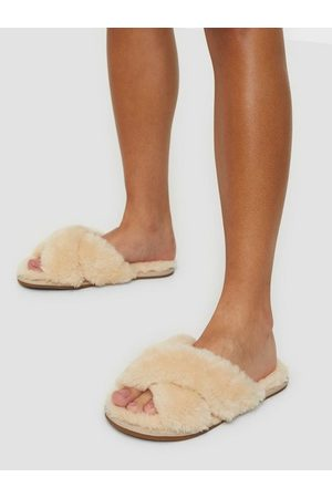 NLY Shoes Perfect Furry Friend