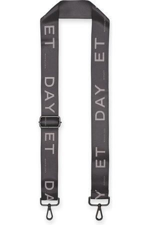 Day Et Strap Pavement