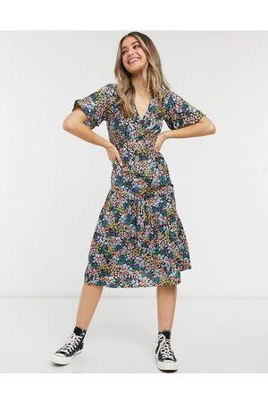 New Look Tier hem midi dress in mixed ditsy floral-Black